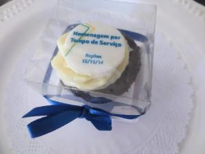 Caixa de mini cupcake 5x5cm em acetato com cupcake com logo de pasta americana